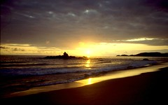 Sunset, Zipolite Beach near Puerto Angel (John Steedman) Tags: sunset mexico sonnenuntergang puestadesol zipolite coucherdesoleil puertoangel