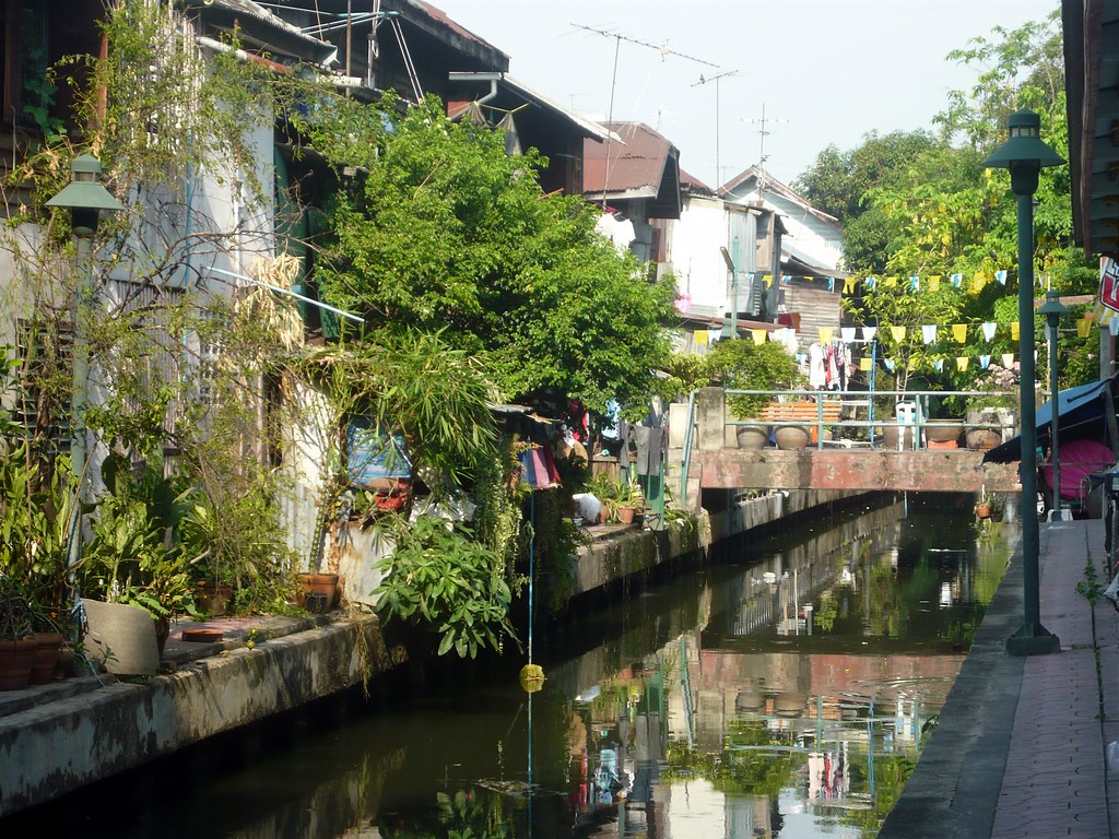 canal living in Bangkok