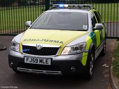 East Midlands Ambulance Service Skoda Octavia Scout Rapid Response Vehicle (PFB-999) Tags: point lights scout ambulance east standby vehicle service rapid emas skoda octavia grimsby midlands response rrv