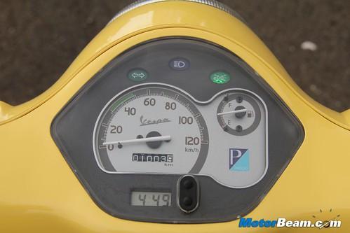 Piaggio-Vespa-LX125-16