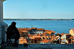 Dove le parole falliscono (cuoghisofia) Tags: musica music ombre shadows artista artist strada street chiesa croazia croatia slovenia istria mare sea seaside case house tetti roof roofs colors colori