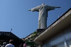 Corcovado (Julien Falissard) Tags: rio de janeiro brsil brasil copacabana beach plage voyage trip favelas ville city statue status corcovado christ redemptor redempteur rue view street ocan montagne travel tour du monde symbole