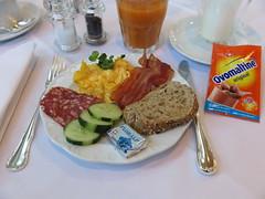 Rhrei, Speck und Salami (vom Frhstcksbuffet im Hotel Schatzmann, Triesen, Liechtenstein) (multipel_bleiben) Tags: essen frhstck gastronomie pfannengericht eier speck salami