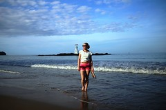 IMG_2070 (AndyMc87) Tags: thailand canon 6d 2470 blonde sexy beach sand leuchtturm brandung felsen rock welle meer ocean lighthouse clouds horizont sky legs sunglas colourful khao lak 28