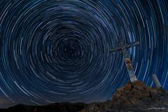 Circumpolar en El Pico del Cielo. (Jose HL) Tags: circumpolar elcielo malaga pico nerja cruz noche estrellas noctura largaexposicin reflejos night longexposure josehernandez
