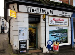 Toffos News & Gifts (Neil F King) Tags: scotland shop rothesay bute