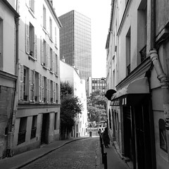 Paris, Jussieu (majdblock) Tags: paris jussieu mobilephotography parislife lifestyle urbanism streetphotography blackabdwhite onthego dailylife parisian bw