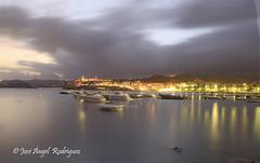 ANOCHECER EN CALABARDINA 1 (Jose Angel Rodriguez) Tags: luz noche mar mediterraneo barcos playa colores murcia embarcadero nocturna anochecer reflejos aguilas calabardina estampamarinera largaexposicíon joseangelrodriguez
