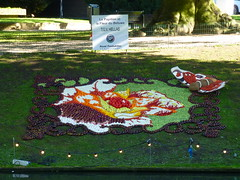 Le Papillon et la Fleur du Betuwe (The Butterfly and the Flower of the Betuwe) (Stefan Peerboom) Tags: mosaic mosaics 2012 mozak fruitcorso mazaken