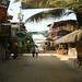 A rua de bares e restaurantes de Montañita
