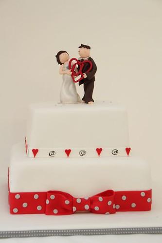 V Hochzeitstorte Web Liebe Brautpaar Rot Grau Weiss A Photo On