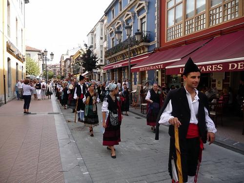 """Procesión en las fiestas de San Miguel del Cobayu • <a style=""""font-size:0.8em;"""" href=""""http://www.flickr.com/photos/85451274@N03/8043957054/"""" target=""""_blank"""">View on Flickr</a>"""