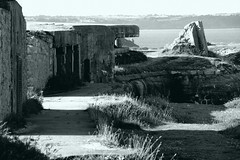 Guerres et paix en Bretagne - 296 (Rmi Besserre) Tags: bw france brittany europe bretagne nb breizh fortifications fortress finistre pennarbed