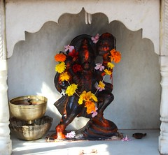 Mrut shrine (Shrimaitreya) Tags: pune maharashtra india mandir maruti shrine waysideshrine streetshrine popularreligion hanuman maringold flower garland hindu hinduism god monkey