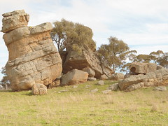 Split Rock - East of Dunedoo (Wilderness Kev) Tags: australia newsouthwales nsw day1 redcentreholiday2016 splitrock moretonbayshorthornstud dunedoo