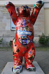 Berlin Buddy Bear (Pascal Volk) Tags: berlin charlottenburg berlincharlottenburgwilmersdorf buddybr unitedbuddybears bearsculpture brenskulptur wideangle weitwinkel superwideangle superweitwinkel ultrawideangle ultraweitwinkel ww wa sww swa uww uwa canoneos6d canonef1635mmf4lisusm 27mm