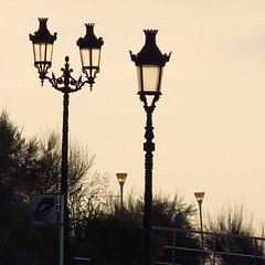 couples (weltreisender2000) Tags: street new old morning light lamp silhouette landscape dawn spain streetlight post lamppost sitges