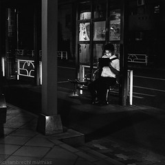 Light in the black (SandoCap) Tags: street bw monochrome japan night tokyo busstop  fujifilm  tabletpc mil screenglow    x100    japaninbw