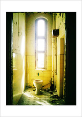The Kings Seat (Jenna) Tags: berlin abandoned bath ruin wc klo damaged toilett brauere