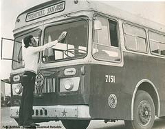 Leyland Royal Tiger Saunders Roe 7151 23-HV-71 (Adrian (Guaguas de Cuba)) Tags: bus havana cuba habana omnibus leyland guagua giron oldbus omnibusnacionales