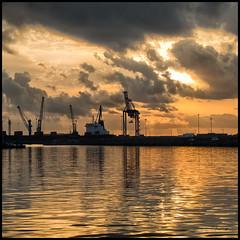 Amanecer dorado (juanjofotos) Tags: puerto amanecer grao gettyimages thelook graodecastelln canonpowershotg11 juanjofotos juanjosales