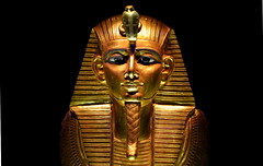 King Tut artifacts (Brian Xavier) Tags: seattle gold kingtut tomb egyptian pharaoh gods jewels ra sciencecenter antiquities egypti