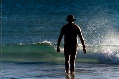 O Homem e o Mar (.Tatiana.) Tags: sea praia beach brasil riodejaneiro mar arraialdocabo praiagrande
