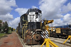 Bellevue, Ohio (Bob McGilvray Jr.) Tags: railroad train ns tracks engine locomotive norfolksouthern bellevueohio