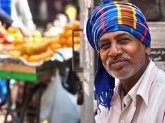Kolkata - Man (sharko333) Tags: travel voyage reise street india indien westbengalen kalkutta kolkata  asia asie asien people portrait man beard scarf schaal olympus em1