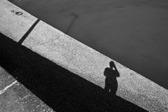 L'ombre du photographe (Laph95) Tags: nb bw monochrome shadow ombre photographe self graphic sea port water bretagne france outside outdoor extrieur day