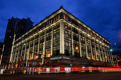 Hudson's Bay Building (Sworldguy) Tags: hudsonsbay terracotta architecture building downtown vancouver georgiastreet wideangle streetview streetphotography lighting dusk illuminated historical landmark landscape nightscene nightime nikon d7000 dslr britishcolumbia bc