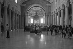 San Pietro in Vincoli (Leandro Fridman) Tags: iglesia arquitectura gente religin italia nikon d60