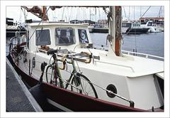 Boat and bike (macfred64) Tags: film analog 35mm 135 slidefilm transparency diapositive fujiprovia100f nikonf4 nikkoraf3570mmf28 boatandbike vintageracebike bicycle boat