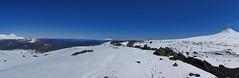 Pano Caldera del Villarrica (Mono Andes) Tags: andes chile chilecentral regindelaaraucana regindelosros volcnvillarrica parquenacionalvillarrica parquenacional volcnlann volcnquetropilln volcnchoshuenco panormica glaciarpichillancahue ski esqu randonn esqudetravesa invierno
