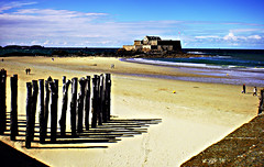 0374 (dream_stack) Tags: wood old city blue sky france beach saint island sand wave medieval fortress malo burg stopper