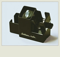 Japanese Bakelite slide viewer (juliensart) Tags: japan photography fotografie plastic slides bakelite camerabag bakeliet juliensart diakijker