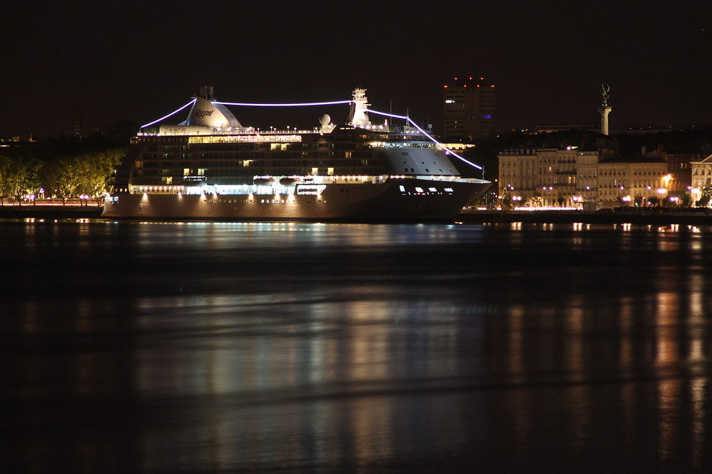 Seven Seas Voyager by night - Bordeaux - 19 septembre 2012