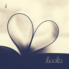 I Heart Books (Mara T Pons) Tags: love typography heart pages books  verano2012