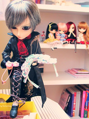 What Is He Doing? (Thai) Tags: family dolls caius groove minako vanille tomoyo marishka dalpuki taeyanggyro pulliplonelyqueen daljoujou pullipkiyomi