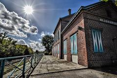 O est le chef de gare ?!! (Dubus Laurent) Tags: sky sun france architecture french soleil nikon europe gare perspective rail ciel dunkerque contrejour batiment chemindefer rosendael d90 grandangle voieferre
