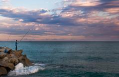 Pescadores en Premia de Mar (Gatodidi) Tags: barcelona mar cielo nubes catalunya olas catalua rocas pescadores premiademar panoramafotogrfico