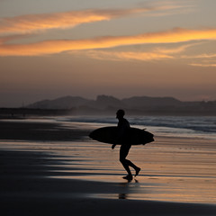 At The End Of Day (migajiro) Tags: sunset atardecer surfer sony silouette silueta alpha santander cantabria somo migajiro ltytr1 sal70400g