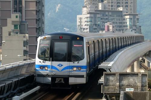 台北捷運381型電聯車與立體交叉-...