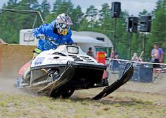 drag040 (minitmoog) Tags: dragrace grass dragracing sleds snowmobiles skoter veteran vintage lycksele