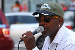 The Busker (Nick Fewings 4.5 Million Views) Tags: street streetphotography streetlife portrait portraiture singer busker artist face sunglasses microphone chicago illinois usa america 2016