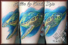 Tattoo by Enoki Soju (Enoki Soju) Tags: animaltattoo awardwinningtattooartist colortattoo es enokisoju enokisojutattoo enokitattoo enosoxo est koreantattooartist professionaltattooartist seaturtle seaturtletattoo tattoobyenokisoju tattoodesign travelingtattooartist