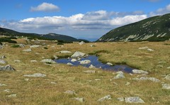 Stones and clouds (Elisa1880) Tags: bulgaria bulgarije rila mountains rilagebergte bergen stenen stones wolken clouds landscape landschap