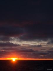 Midnight Sun (Joko-Facile) Tags: hurtigruten island meer midnightsun mitternachtssonne moffen norway norwegen sonnenuntergang spitzbergen spitzbergentravel sunset svalbard vestlandclassic sea svalbardundjanmayen sj