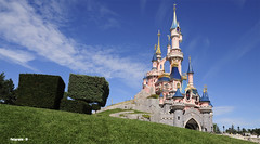 Disneyland Paris (seb-r) Tags: sun paris france soleil nikon magic sigma mickey chateau walt 1770 eurodisney attraction titis diney minie magique d90 disnayland plutot