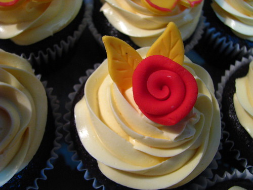 Stylized Rose cupcake design